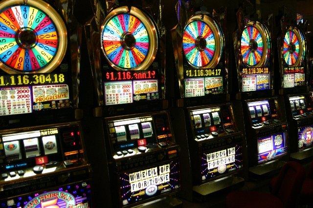 Бросай играть в лотереи и начинай зарабатывать с онлайн казино Вулкан 24